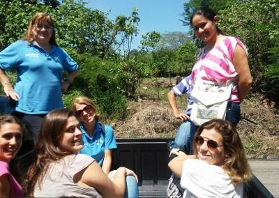 Formación profesional de tres mujeres jóvenes de la zona rural de San Pablo Tacachico y El Paísnal.